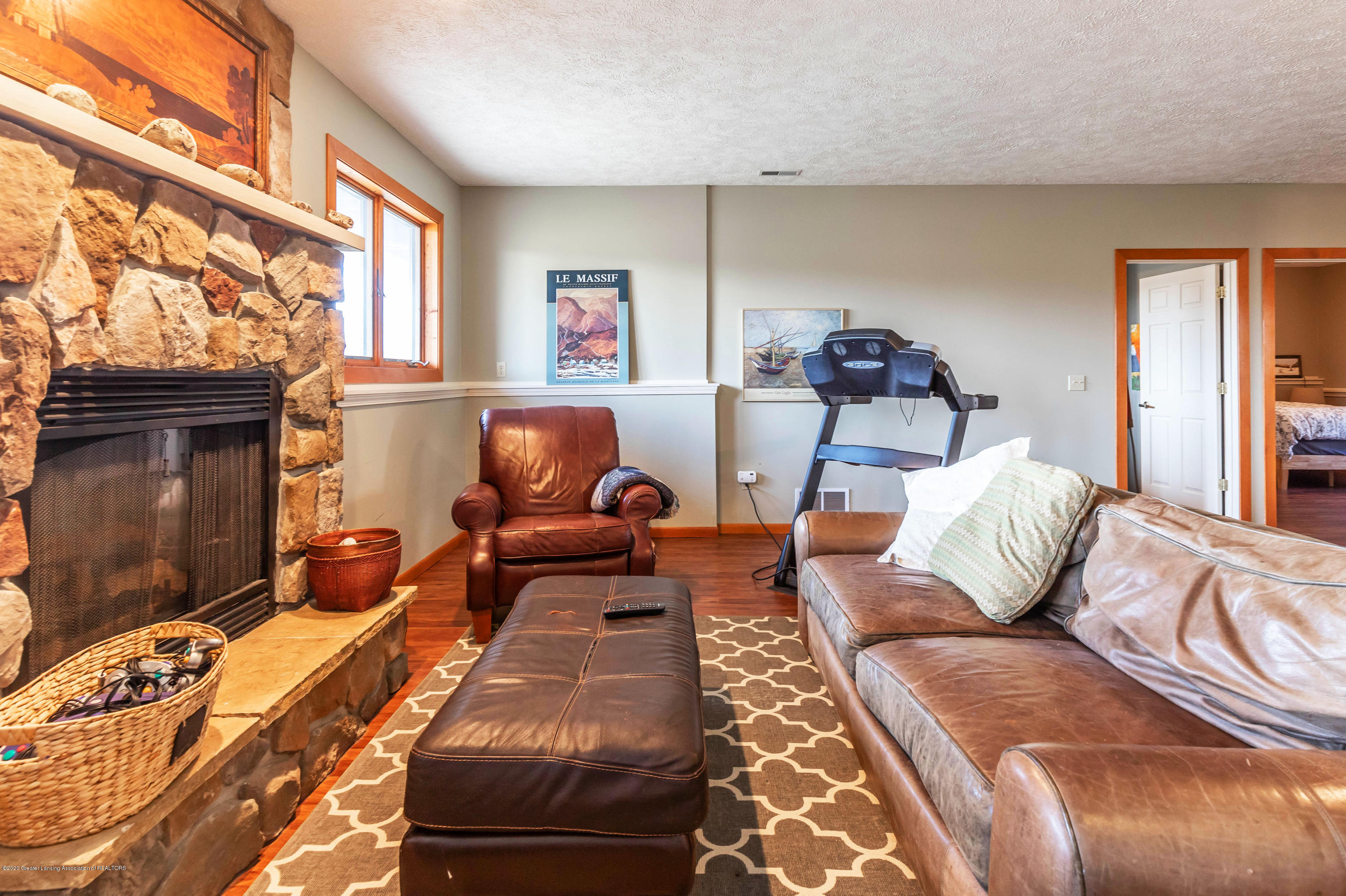 4433 Sleight Rd - Lower Level Family Room/Game Room - 44