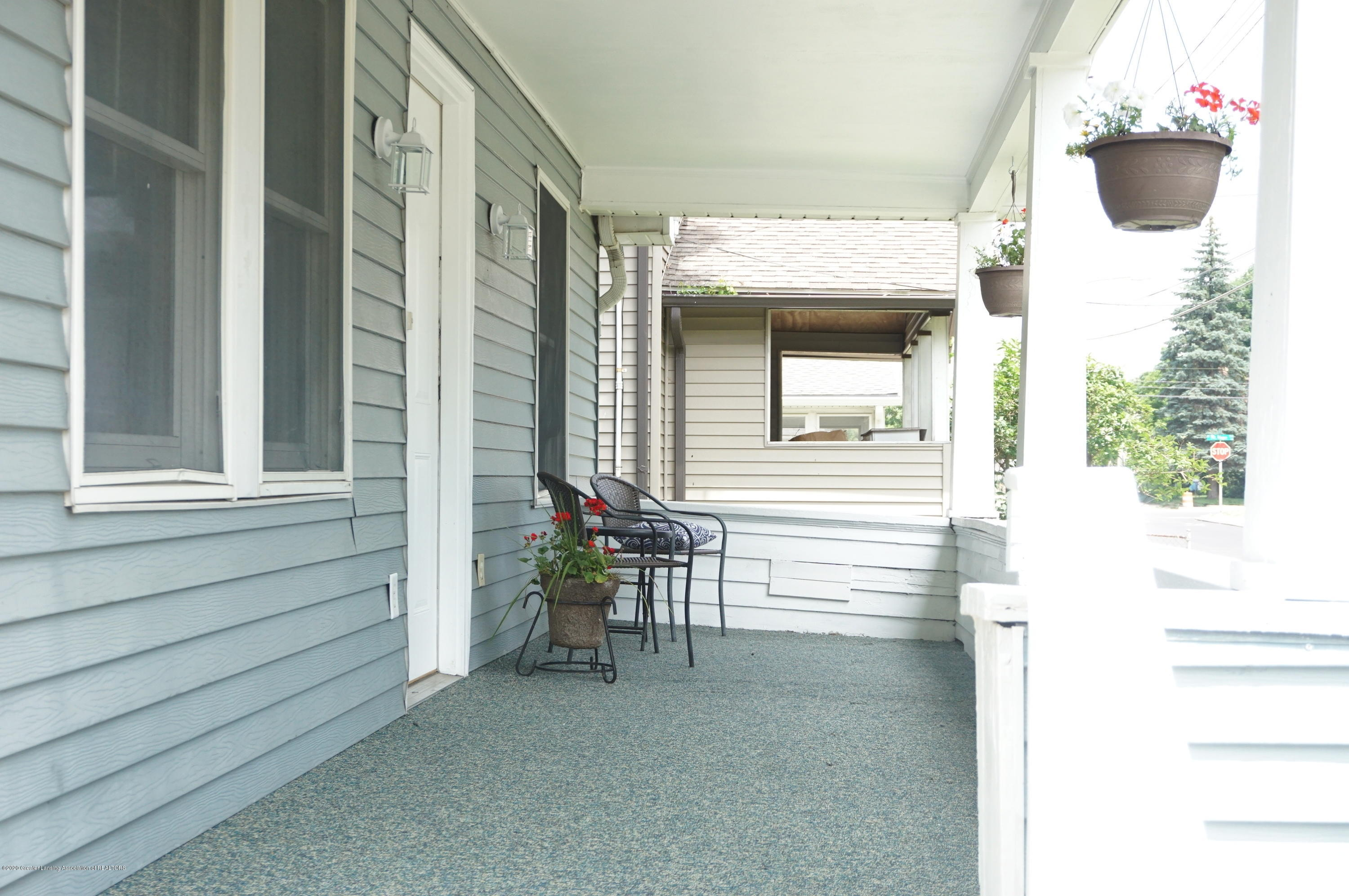 1920 Stirling Ave - Porch - 2