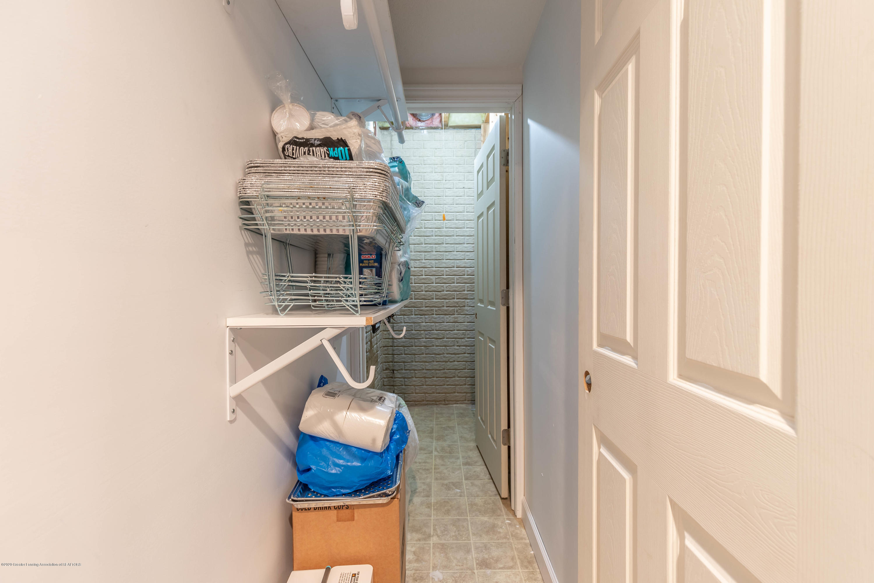 1806 Nightingale Dr - Lower Level Bedroom Closet - 38