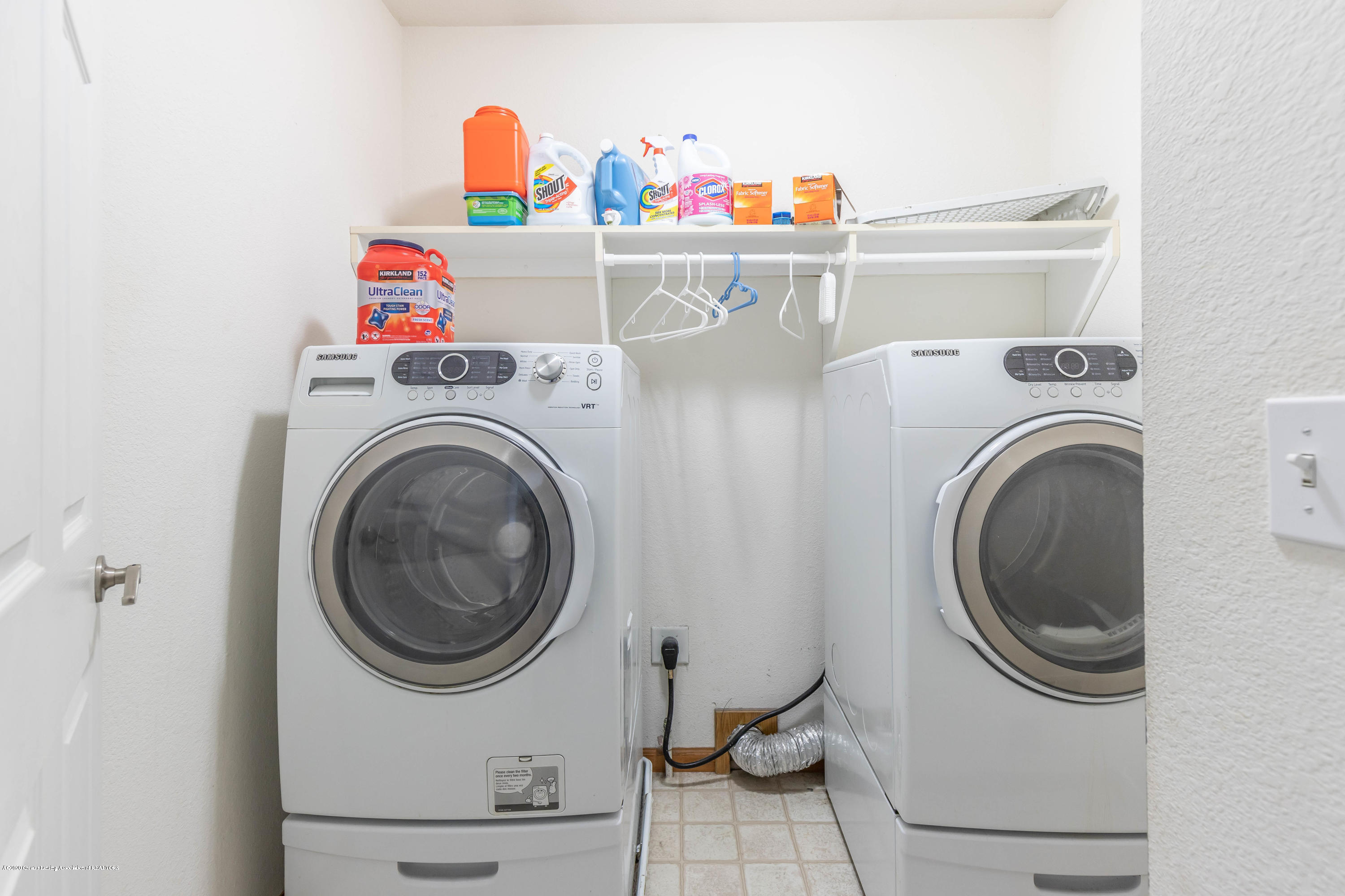 1806 Nightingale Dr - 2nd Floor Laundry - 22