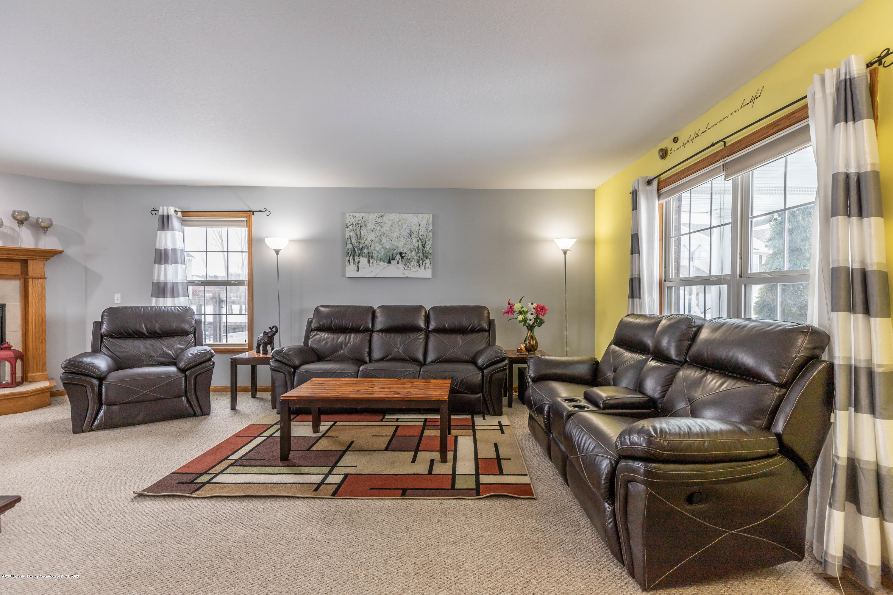 1806 Nightingale Dr - Living Room - 5