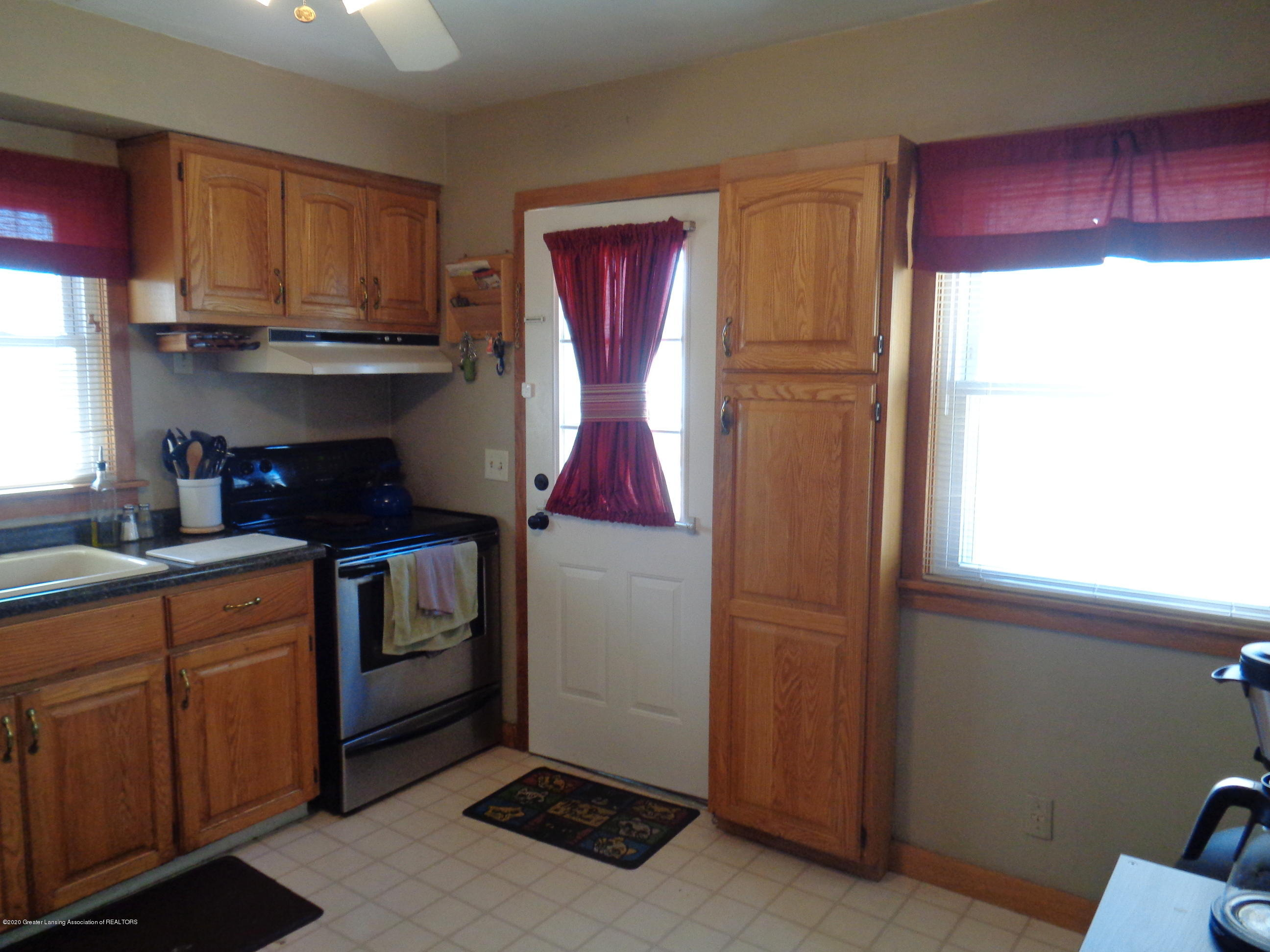1130 Tisdale Ave - tisdale kitchen 2 - 5