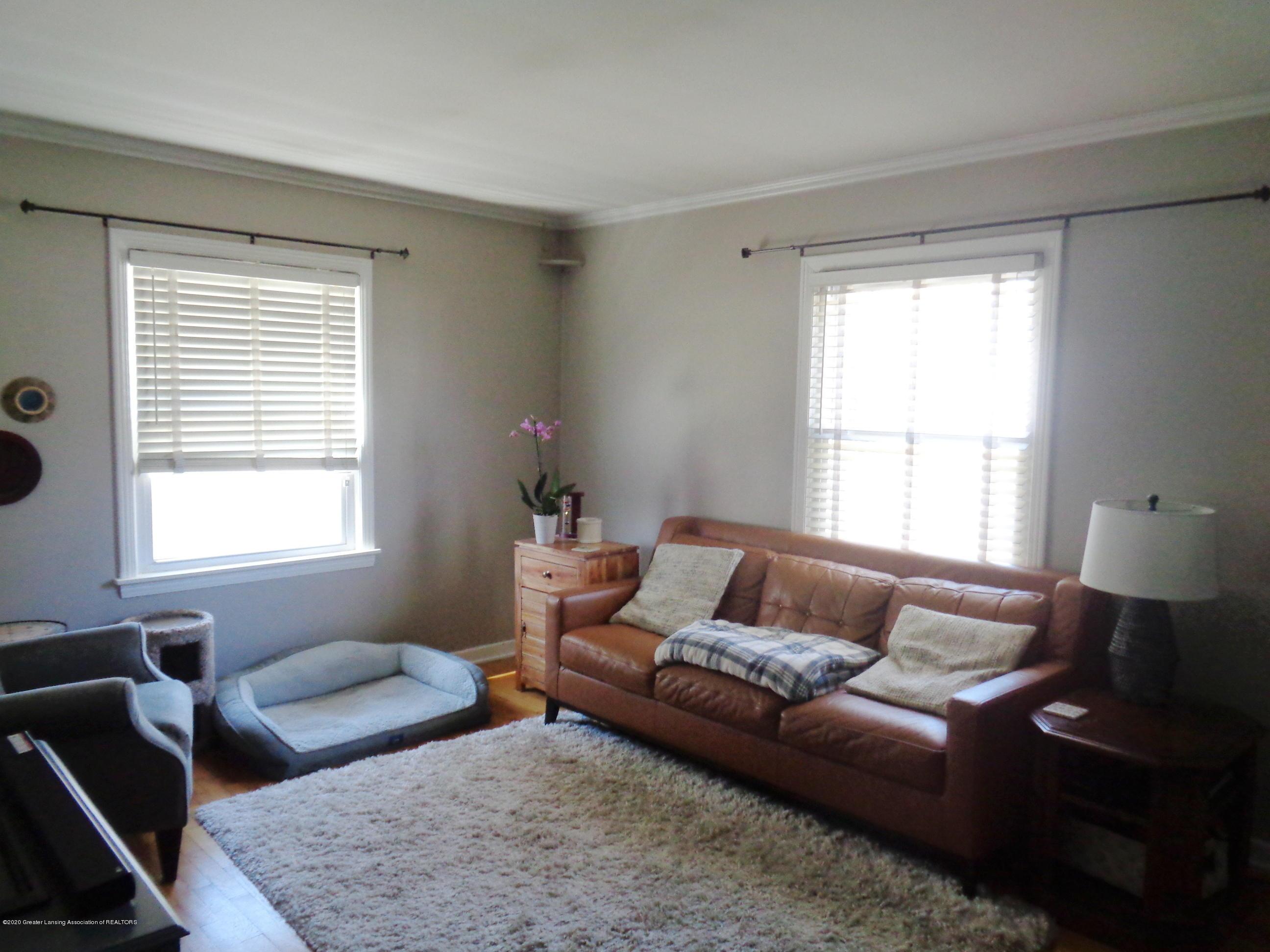 1130 Tisdale Ave - tisdale livingroom 2 - 3