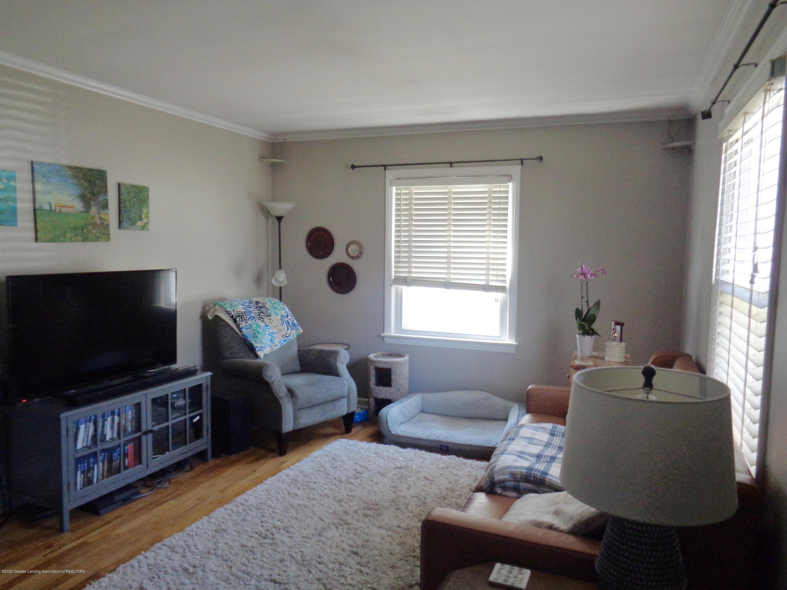 1130 Tisdale Ave - tisdale livingroom - 2
