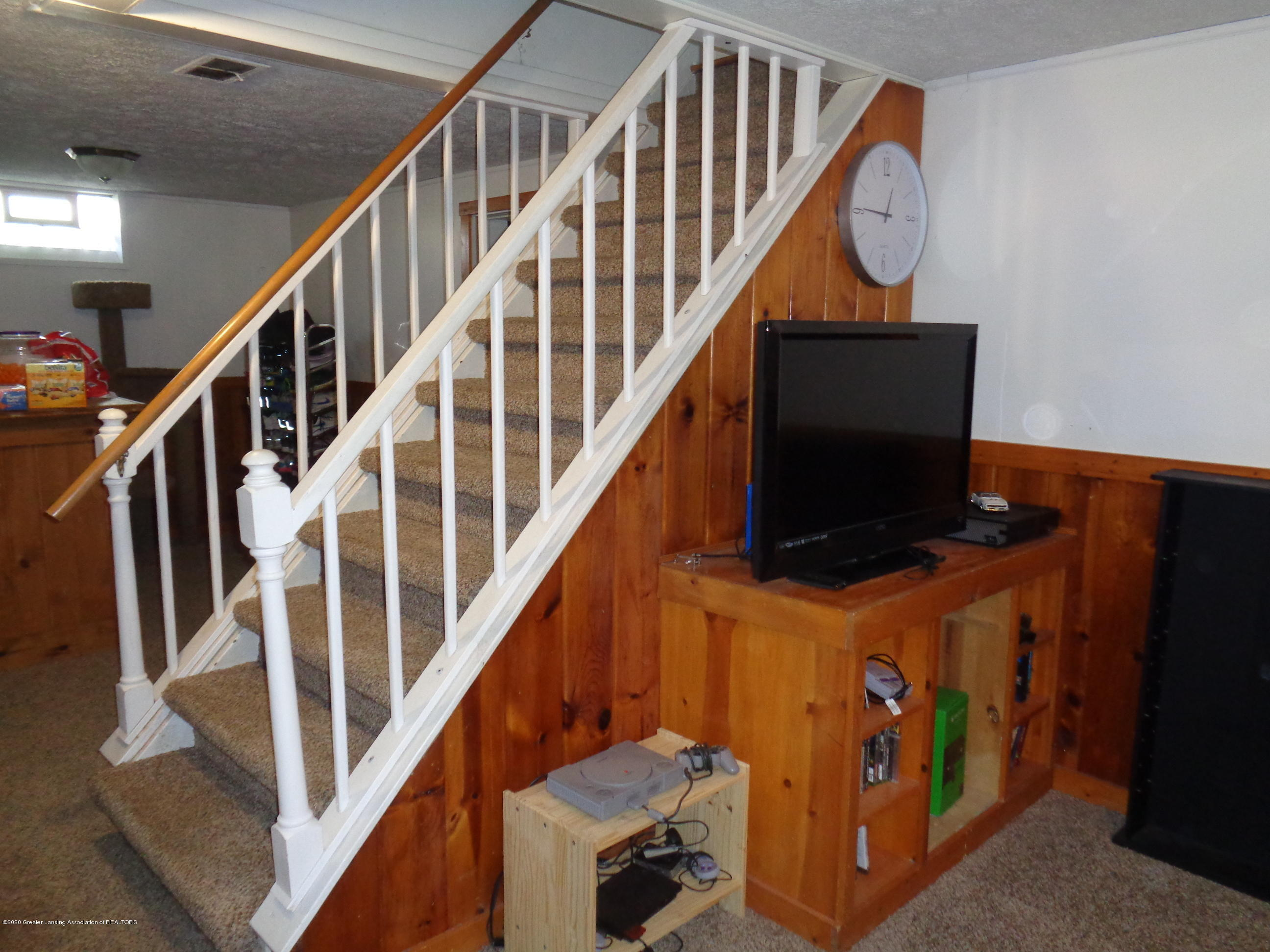 1130 Tisdale Ave - tisdale LL steps - 14