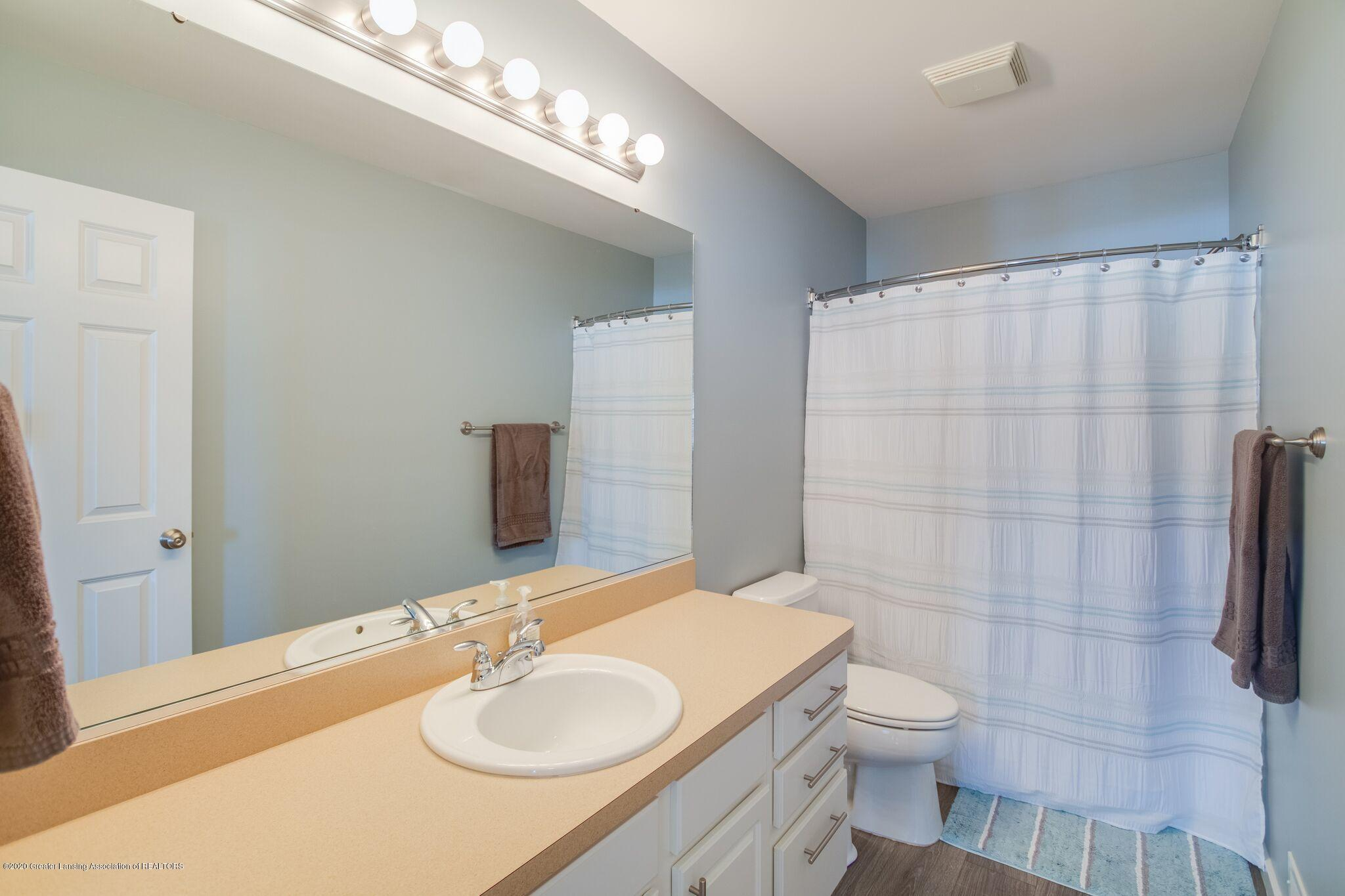 601 Anhinga Dr - Upstairs Bath - 38