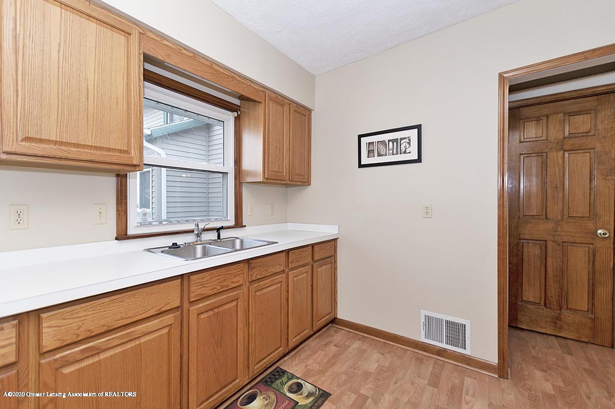 319 N Hayford Ave - Kitchen - 6