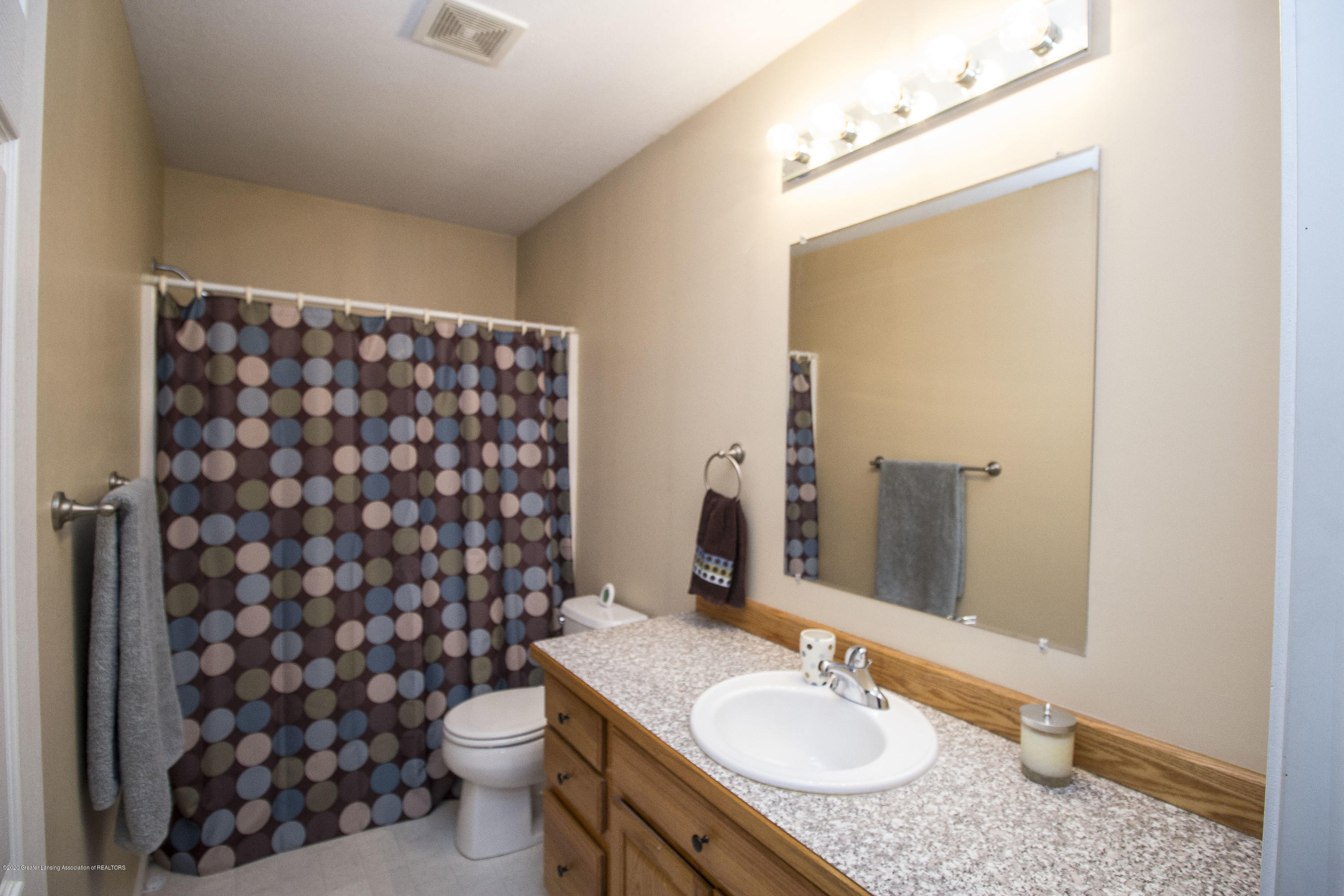 5498 Caplina Dr - Main bath (2) - 20