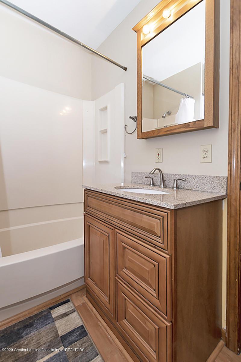 319 N Hayford Ave - Bathroom - 9