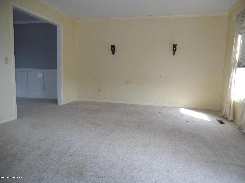 930 Meadowview Ln - Living Room - 7