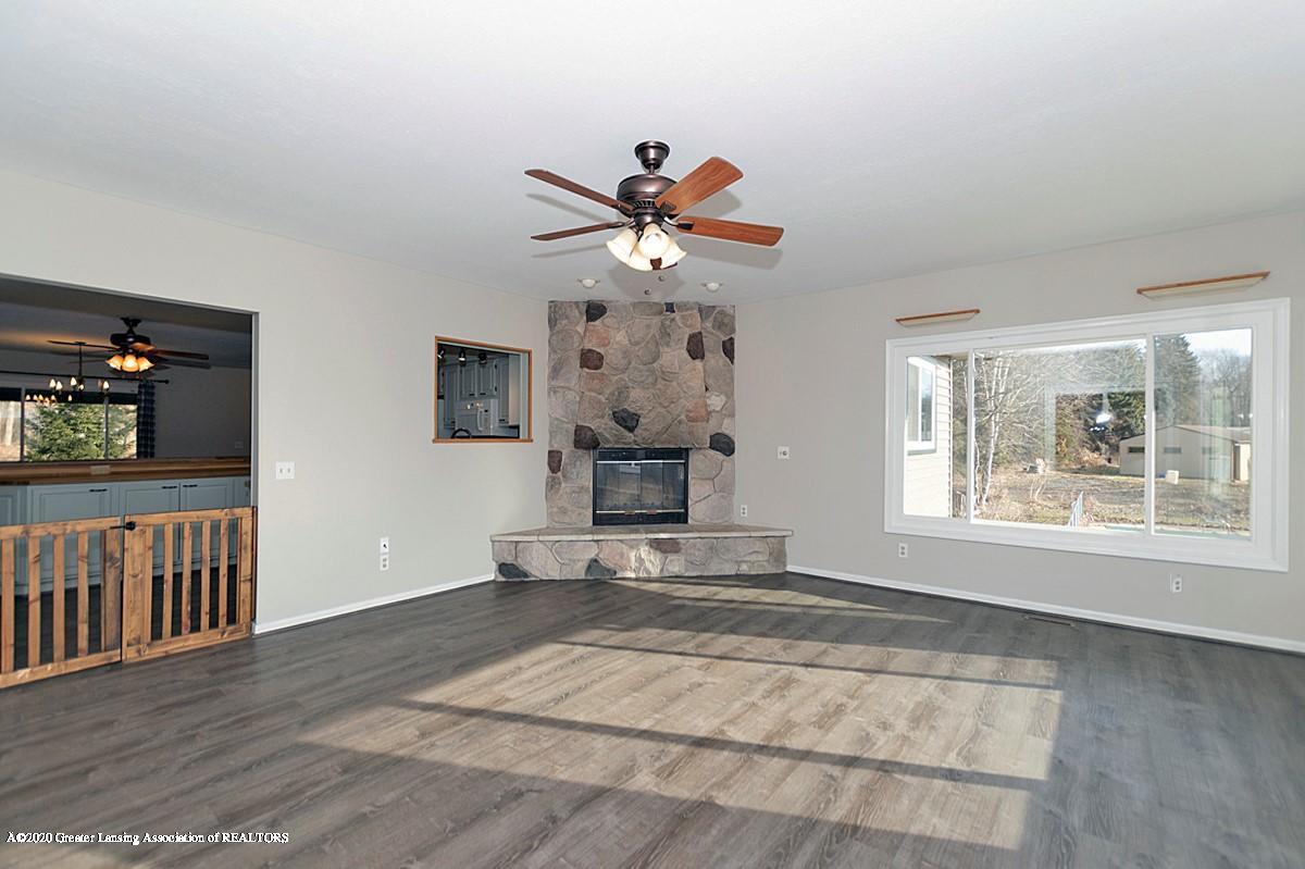 9205 Warner Rd - Warner living room - 23