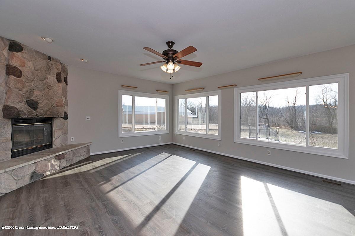 9205 Warner Rd - Warner livingroom 2 - 24