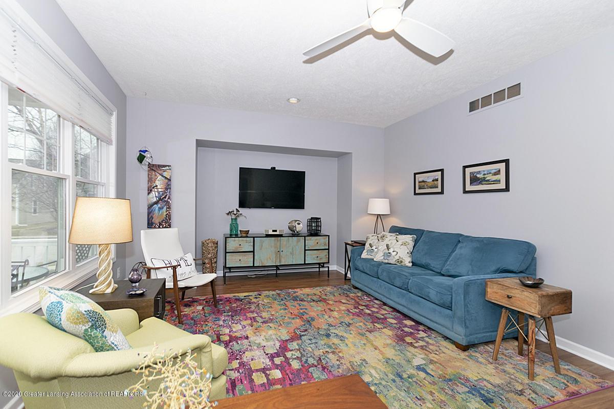 696 Phoebe Ln - Living room newer flooring - 3