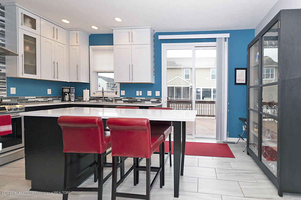 696 Phoebe Ln - Kitchen, another view - 9