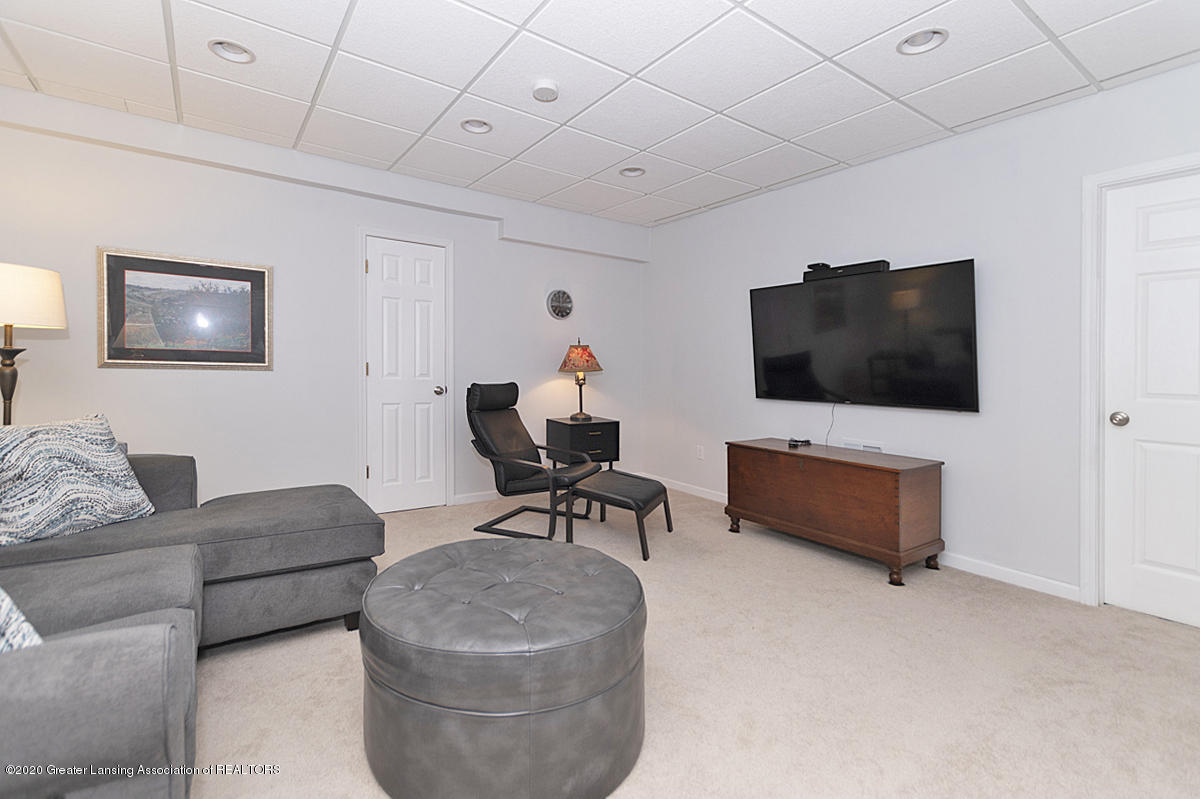 696 Phoebe Ln - Family room view - 16