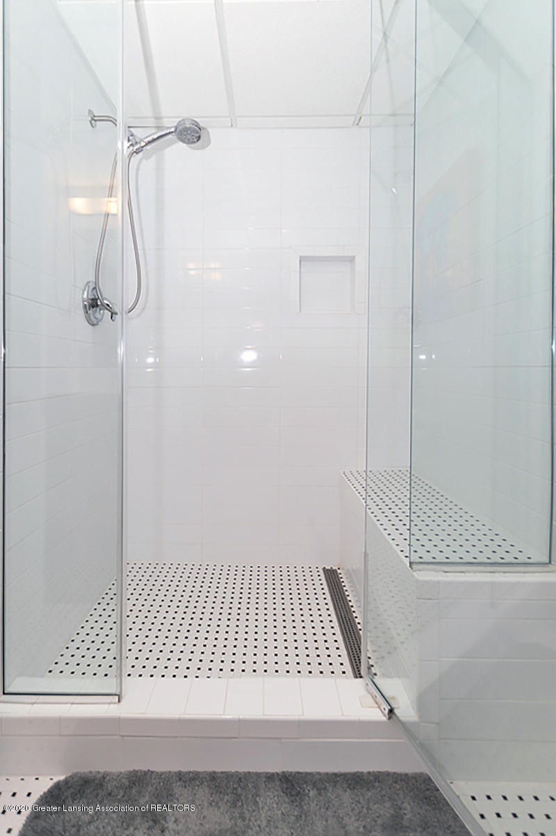696 Phoebe Ln - Extra size shower - 20