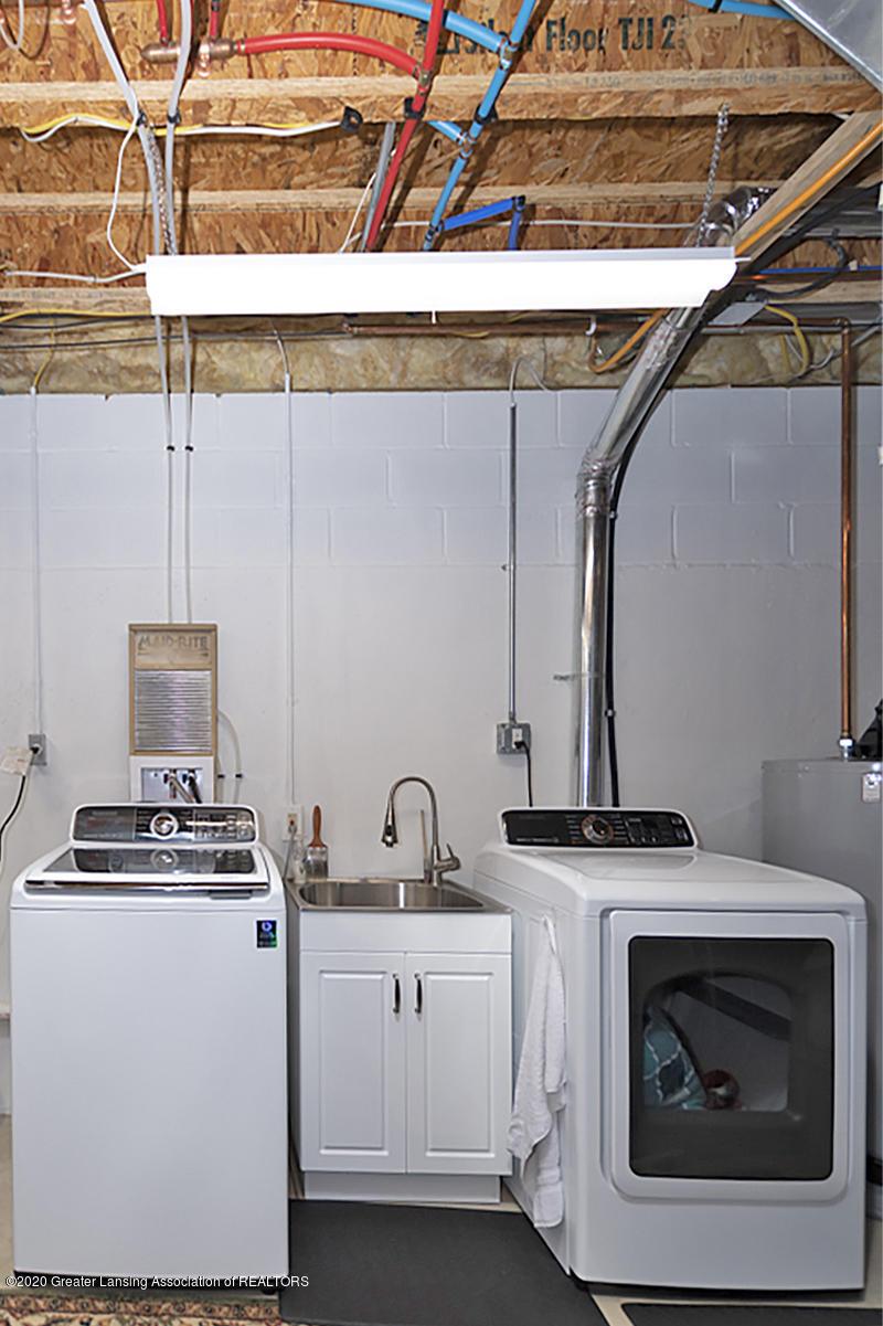 696 Phoebe Ln - Basement laundry - 23