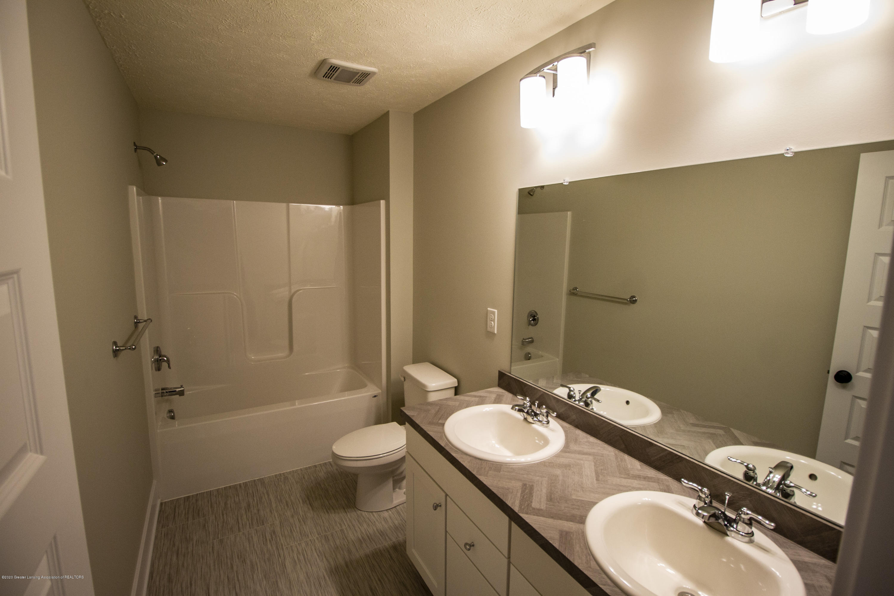 11725 Hickory Dr - level 2 bath - 15