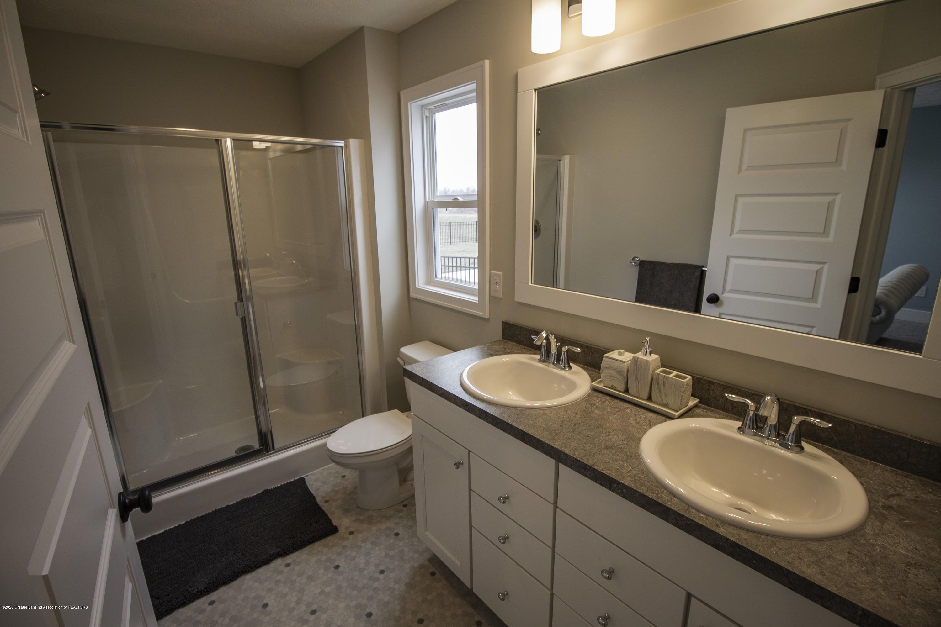 11725 Hickory Dr - owners suite bath - 7