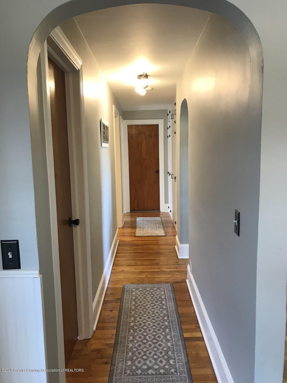 1011 W Silvers Rd - Hallway - 20