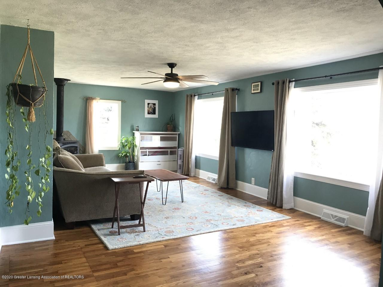 1011 W Silvers Rd - Living Room 1 - 5