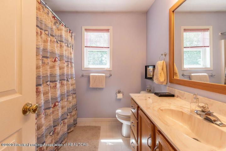 3853 Bush Gardens Ln - Second floor full bath - 27
