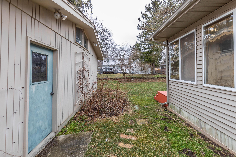 2698 Roseland Ave - Backyard - 31