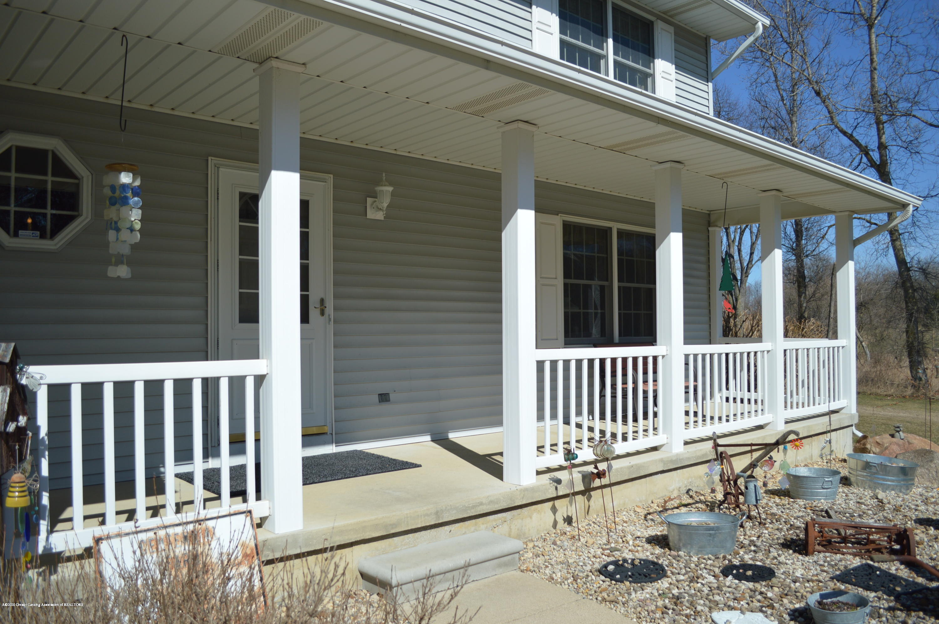 7021 E Howe Rd - Front porch - 5