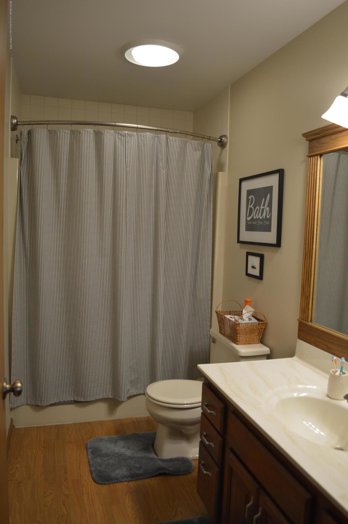 7021 E Howe Rd - Full bath level 2 - 21