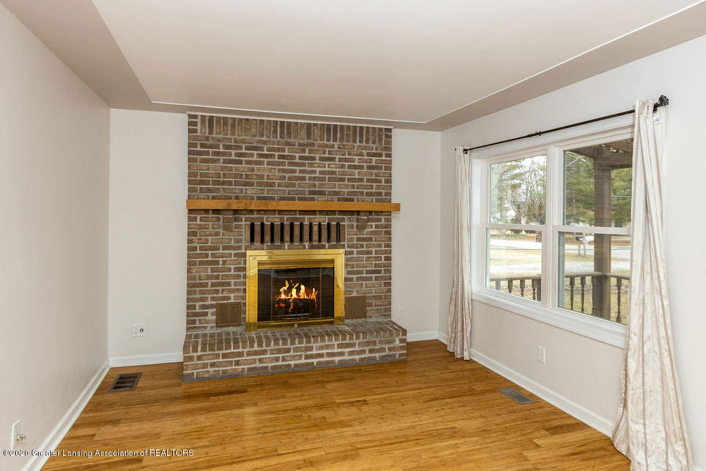 1910 Adelpha Ave - Fire Place - 8