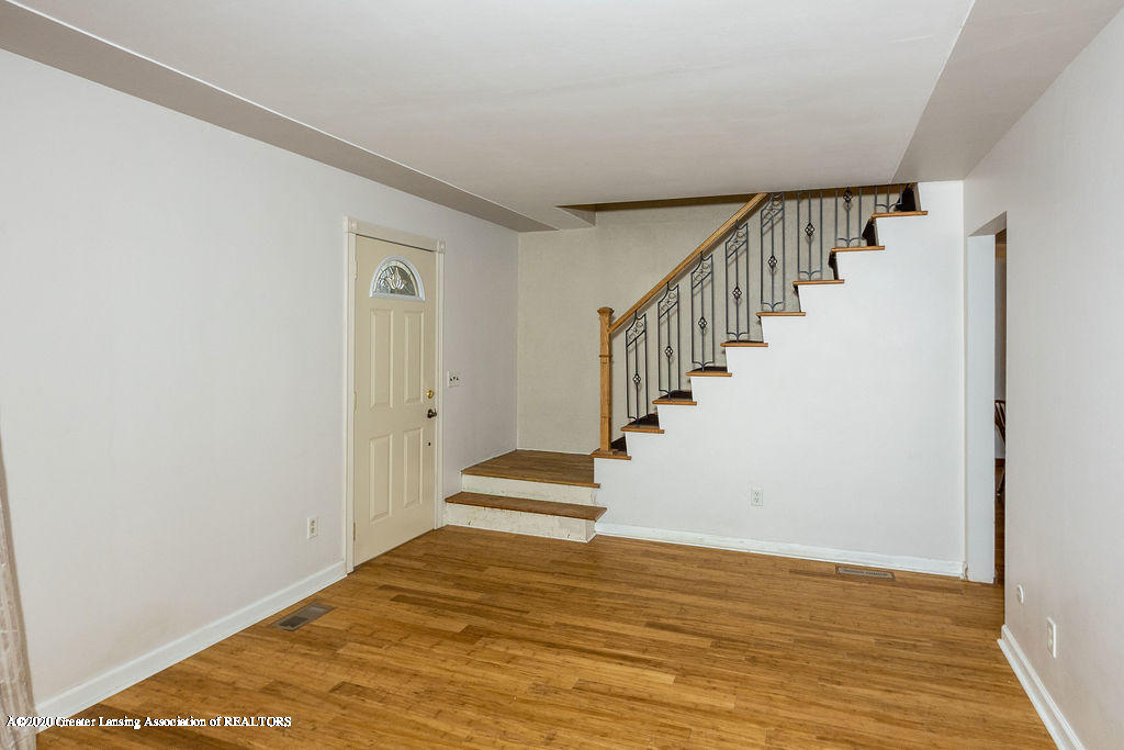 1910 Adelpha Ave - Entry/Stairway - 9