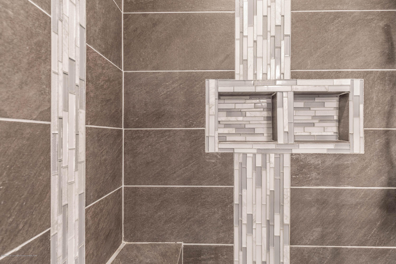 3924 Wedgewood Dr - Custom Tile - 10