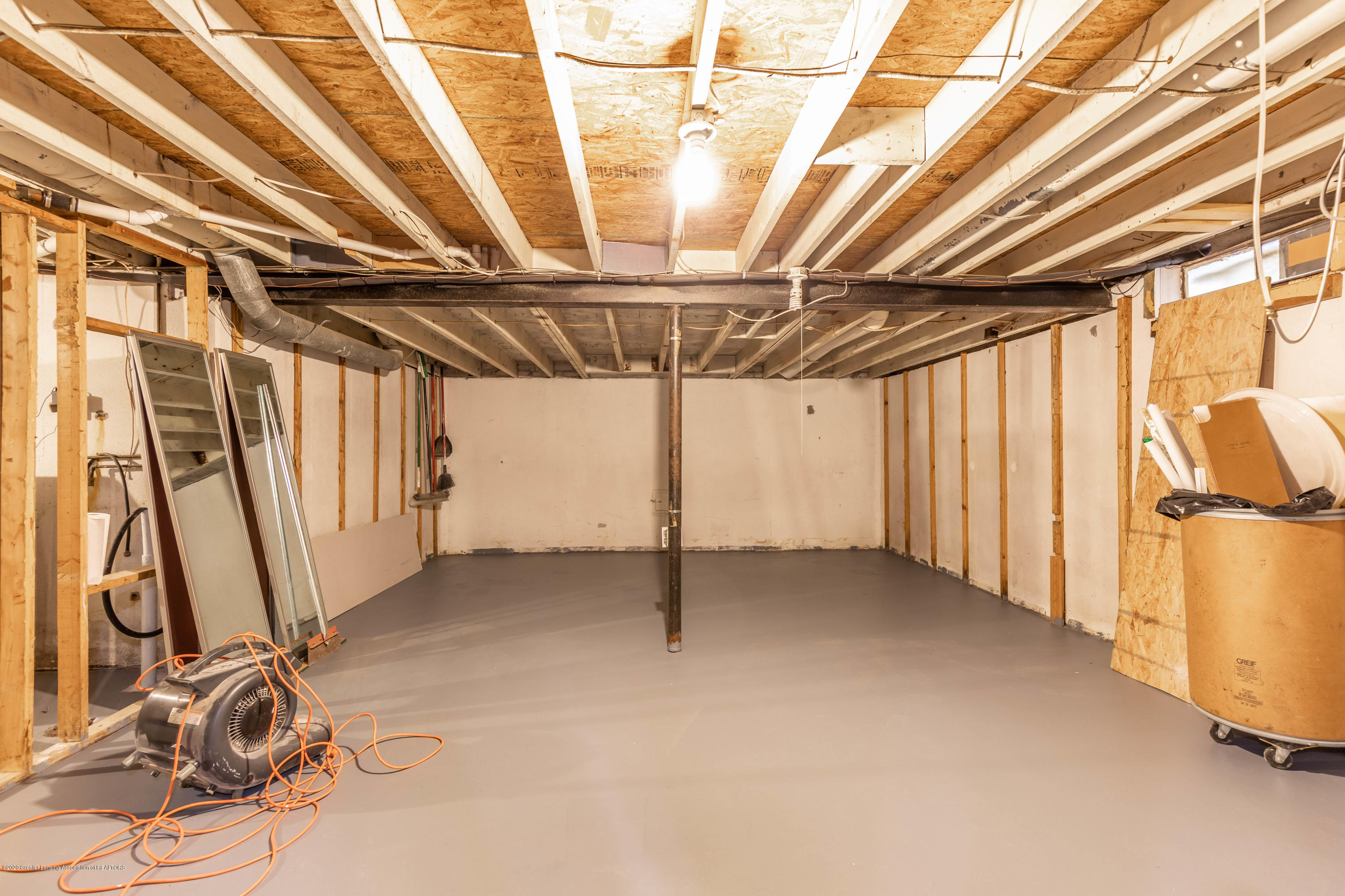 3924 Wedgewood Dr - Tons of Storage - 26