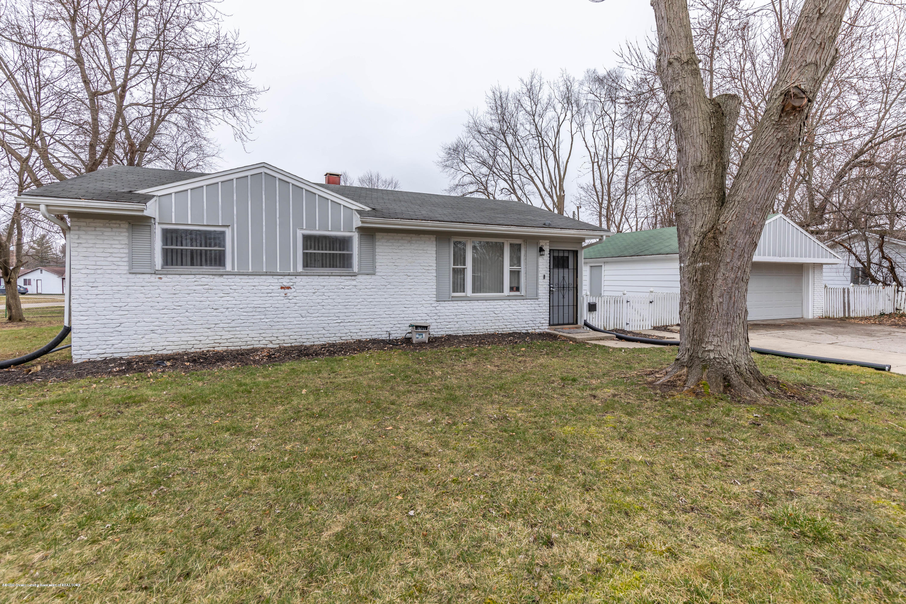 3924 Wedgewood Dr - Brick Front - 2
