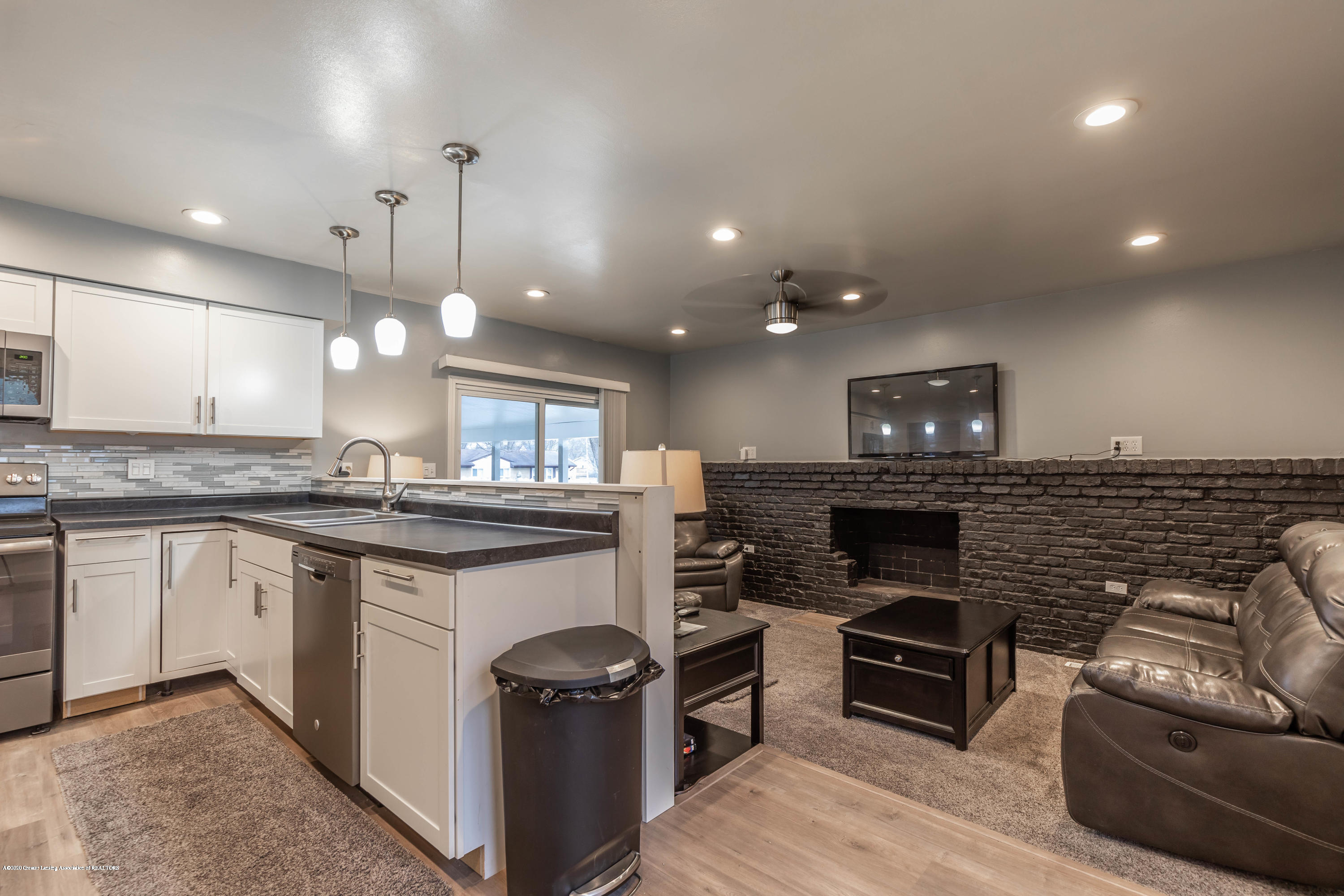 3924 Wedgewood Dr - Great Room - 17