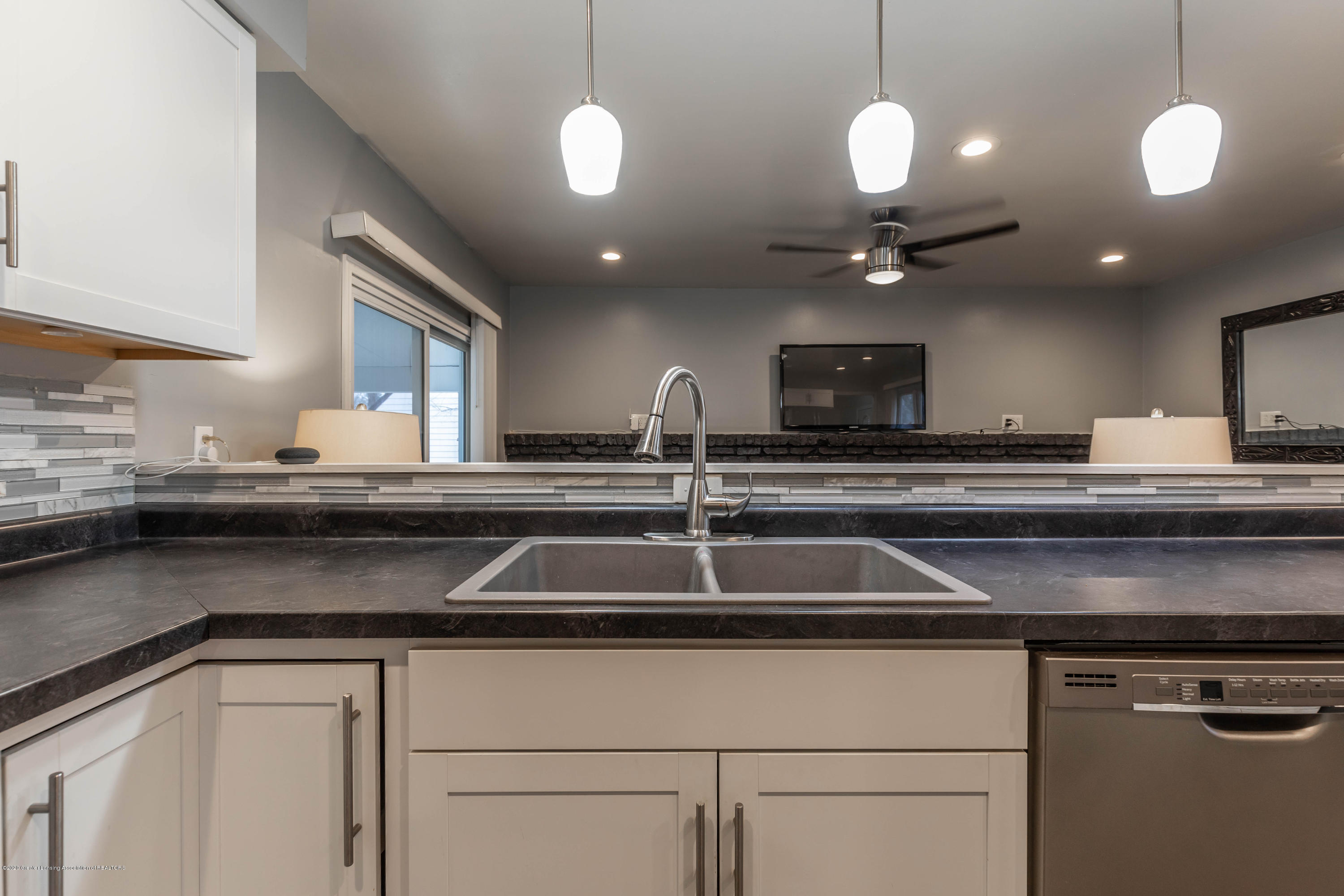 3924 Wedgewood Dr - New Counters - 20