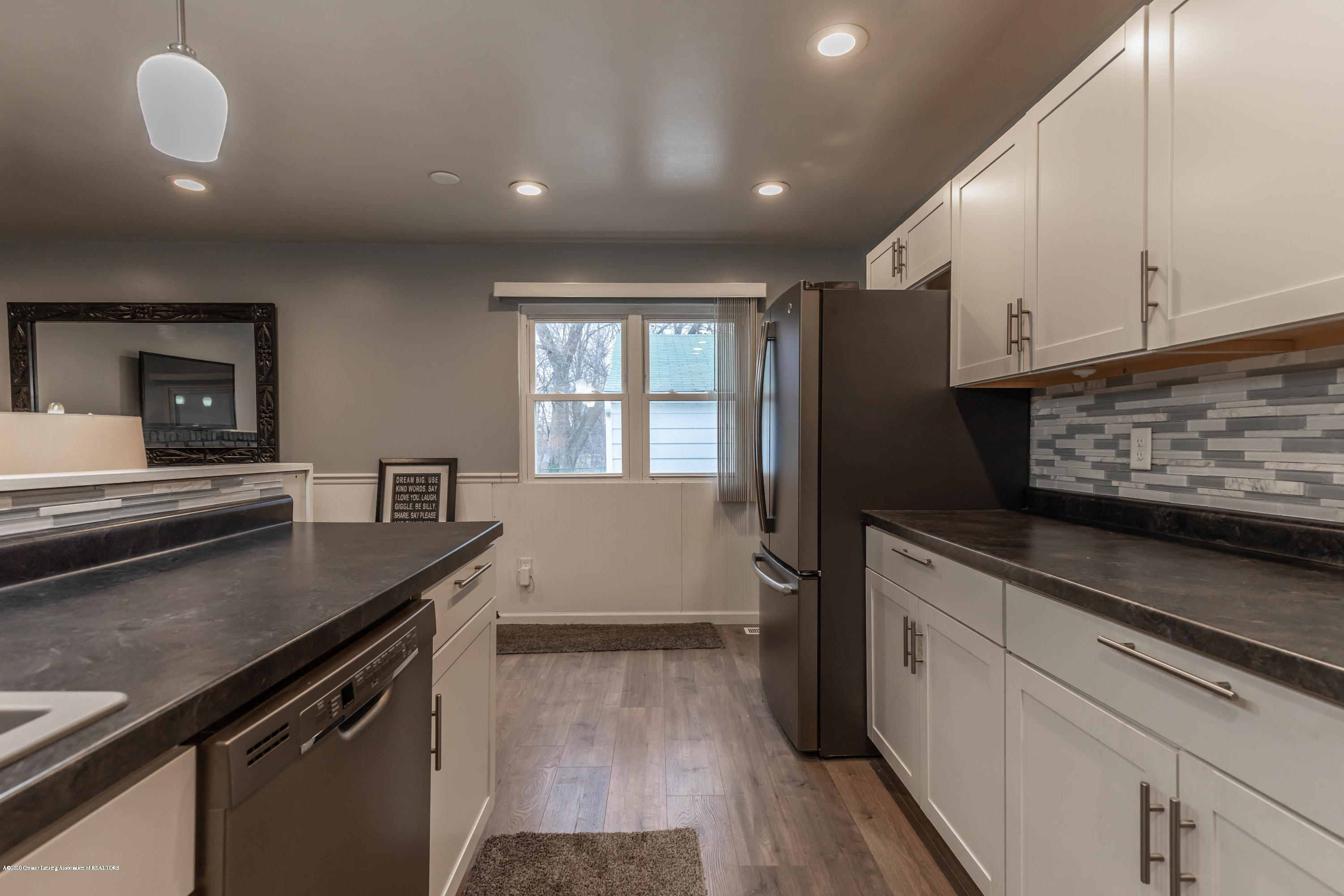3924 Wedgewood Dr - Counter Space! - 22