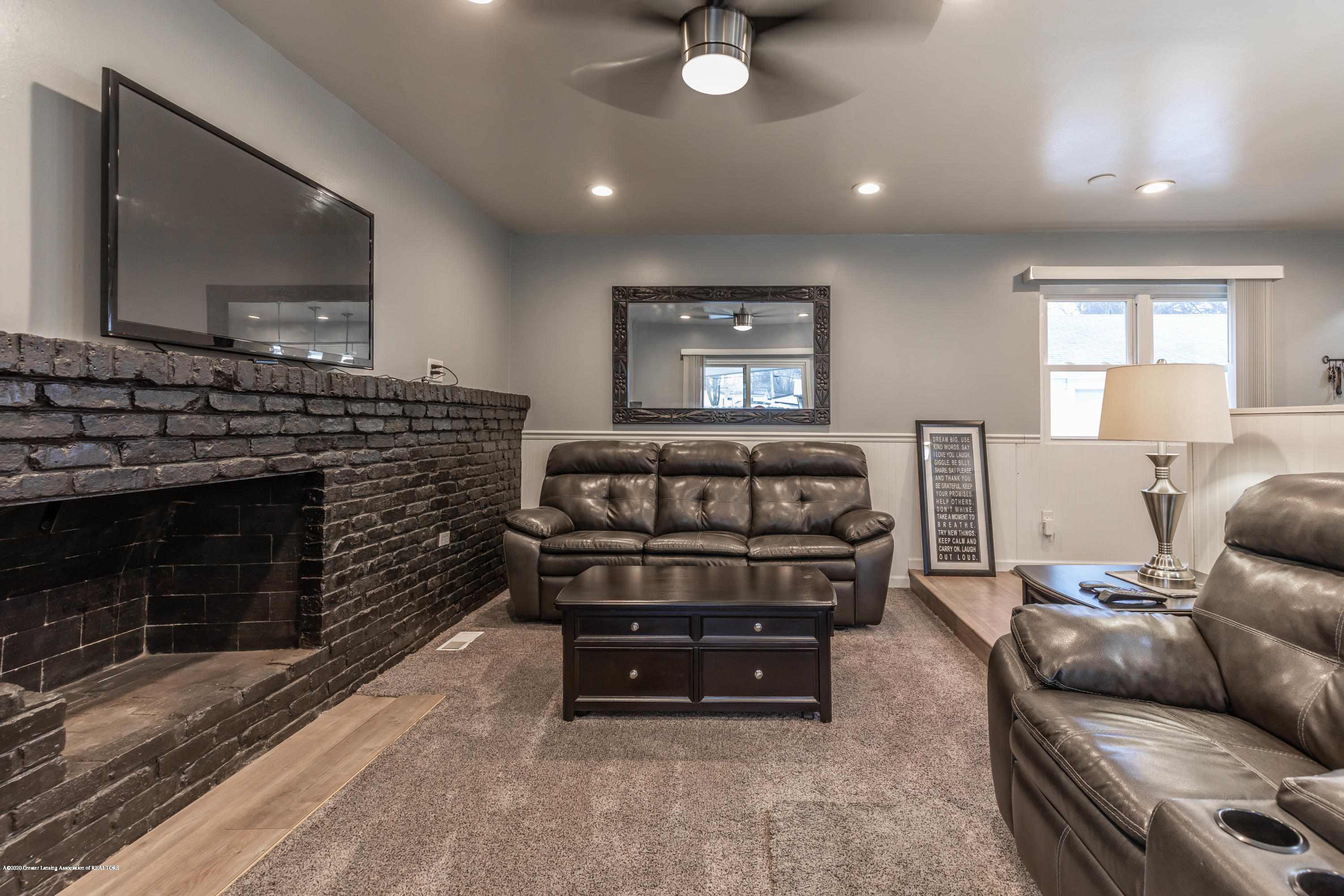 3924 Wedgewood Dr - Fireplace - 24