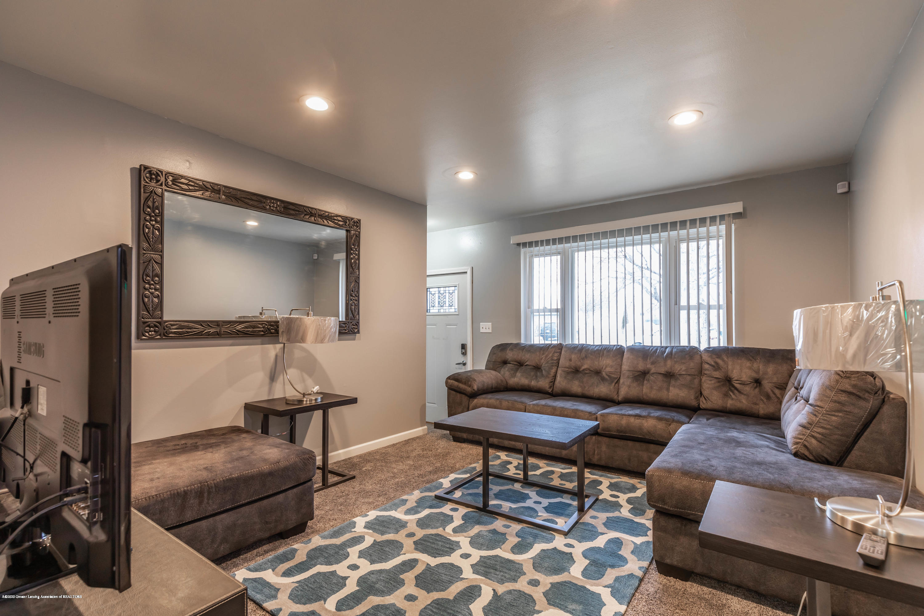 3924 Wedgewood Dr - Living Room - 7