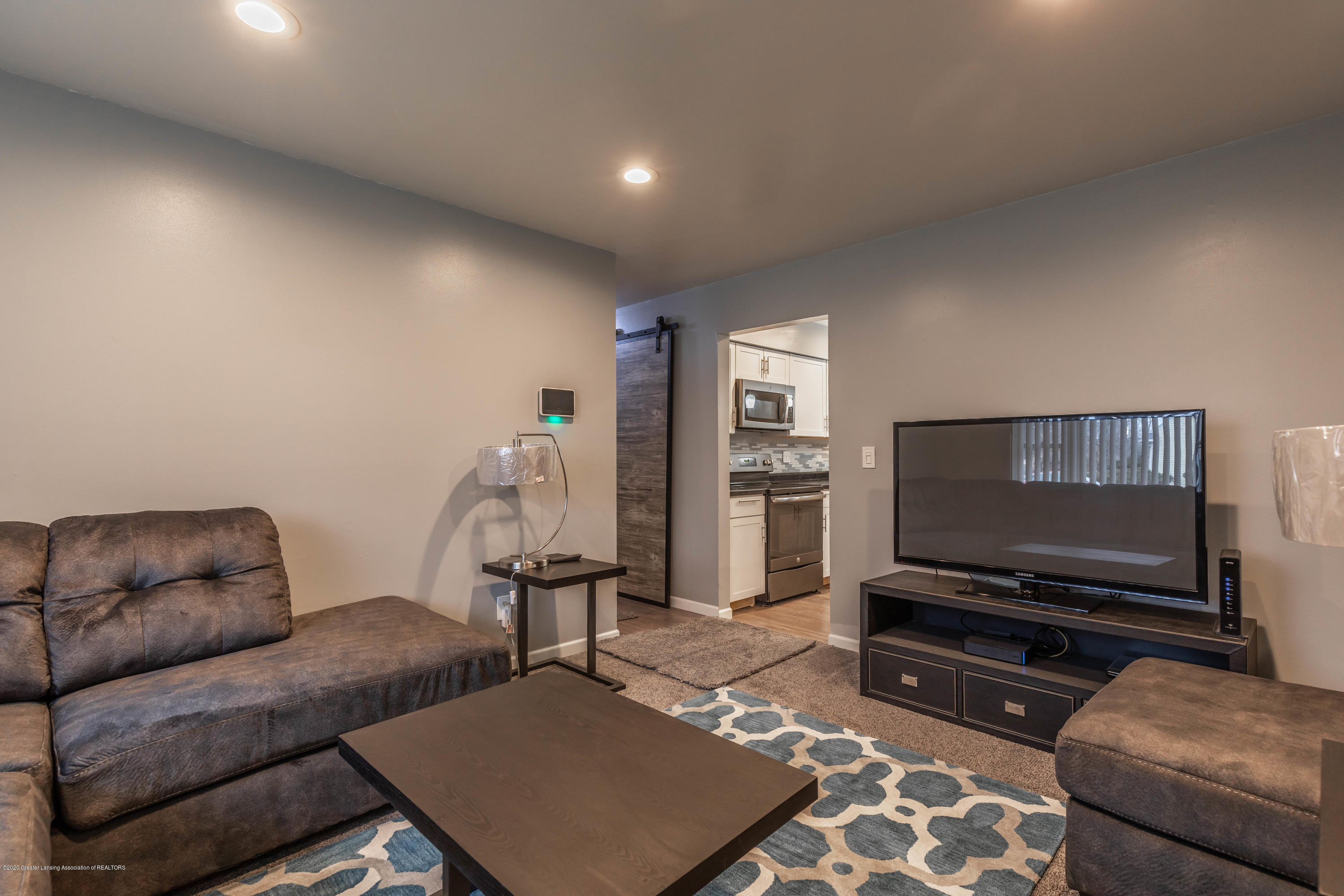 3924 Wedgewood Dr - Living Room - 6