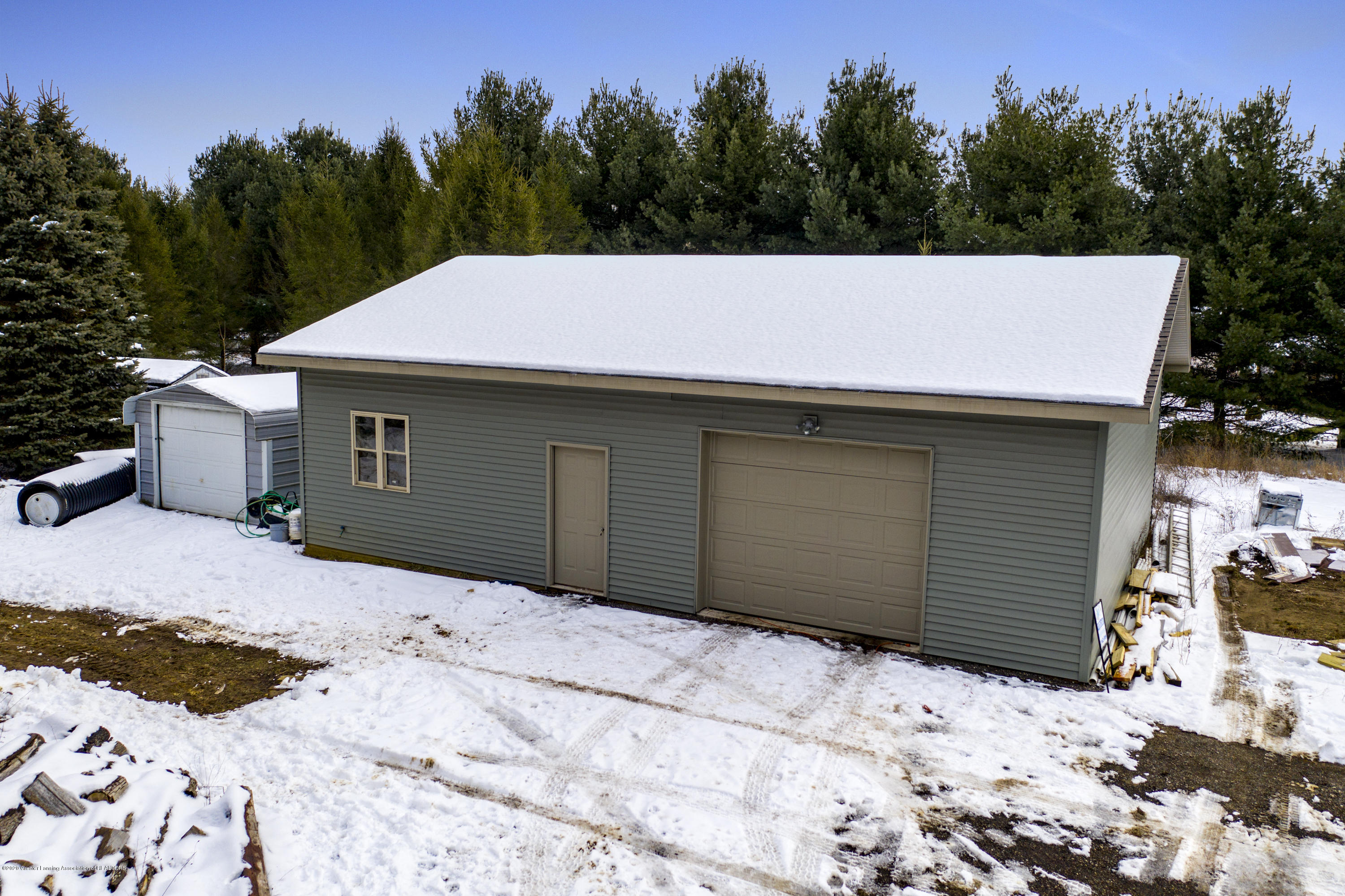 3875 Spalding Dr - barn with shed - 36