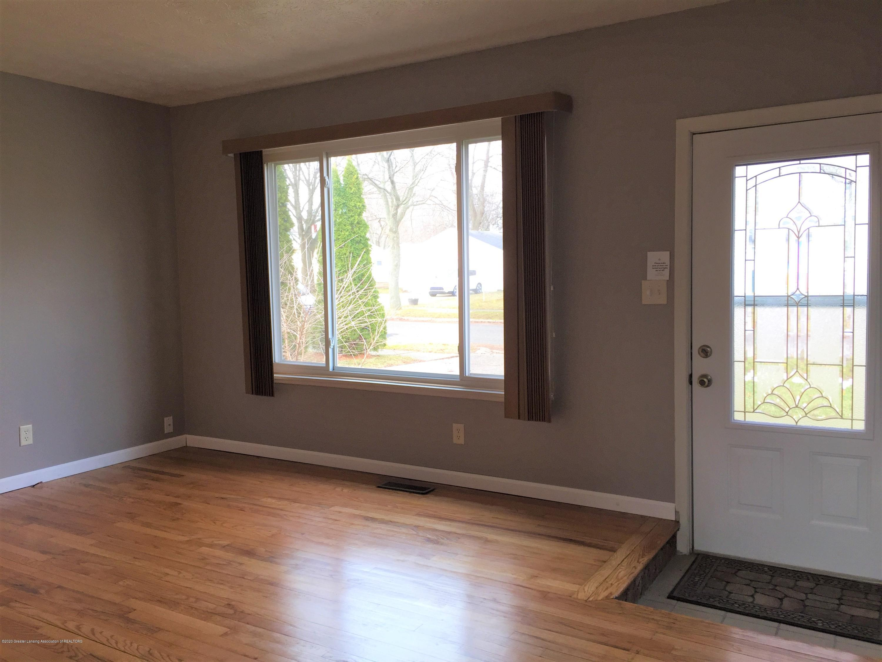 4111 Clayborn Rd - 6 Living Front - 8