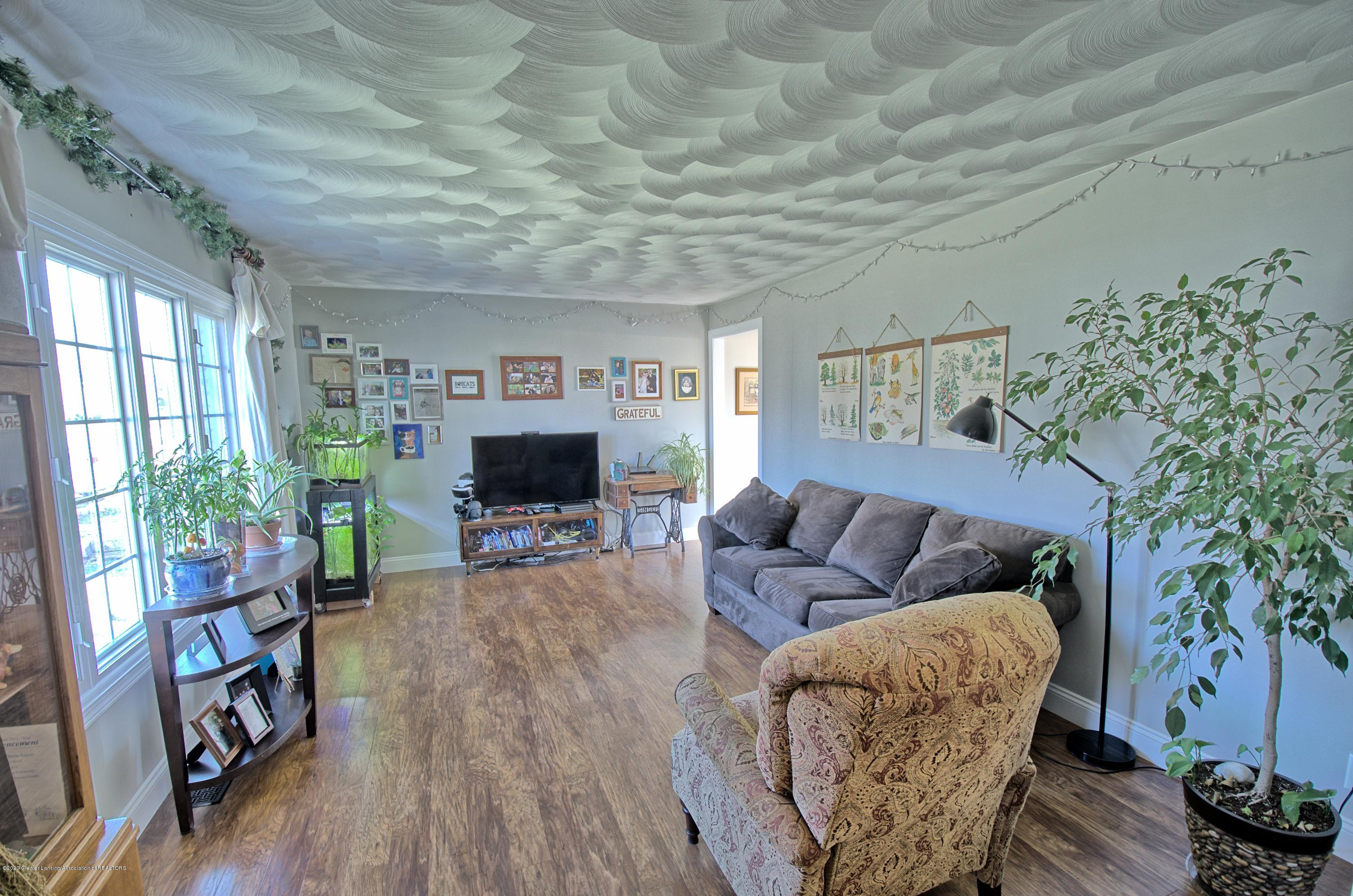 11147 Cobblestone Ln - Living room - 2