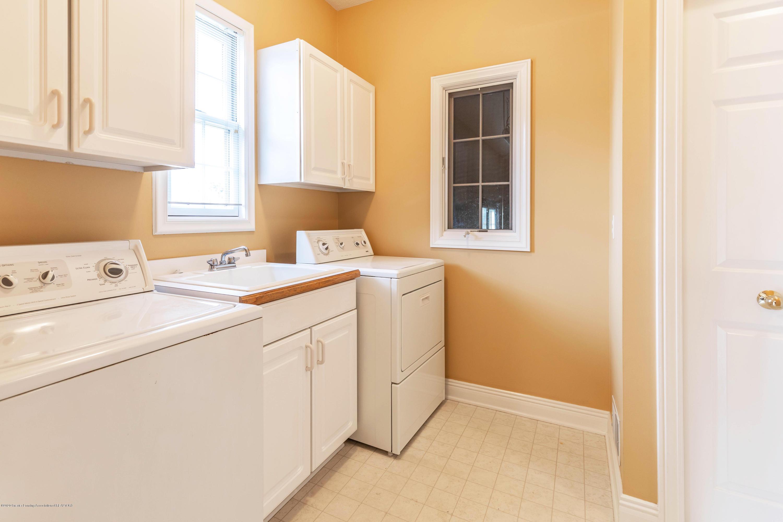 2785 Dunwoody Cir - Main Floor Laundry - 18