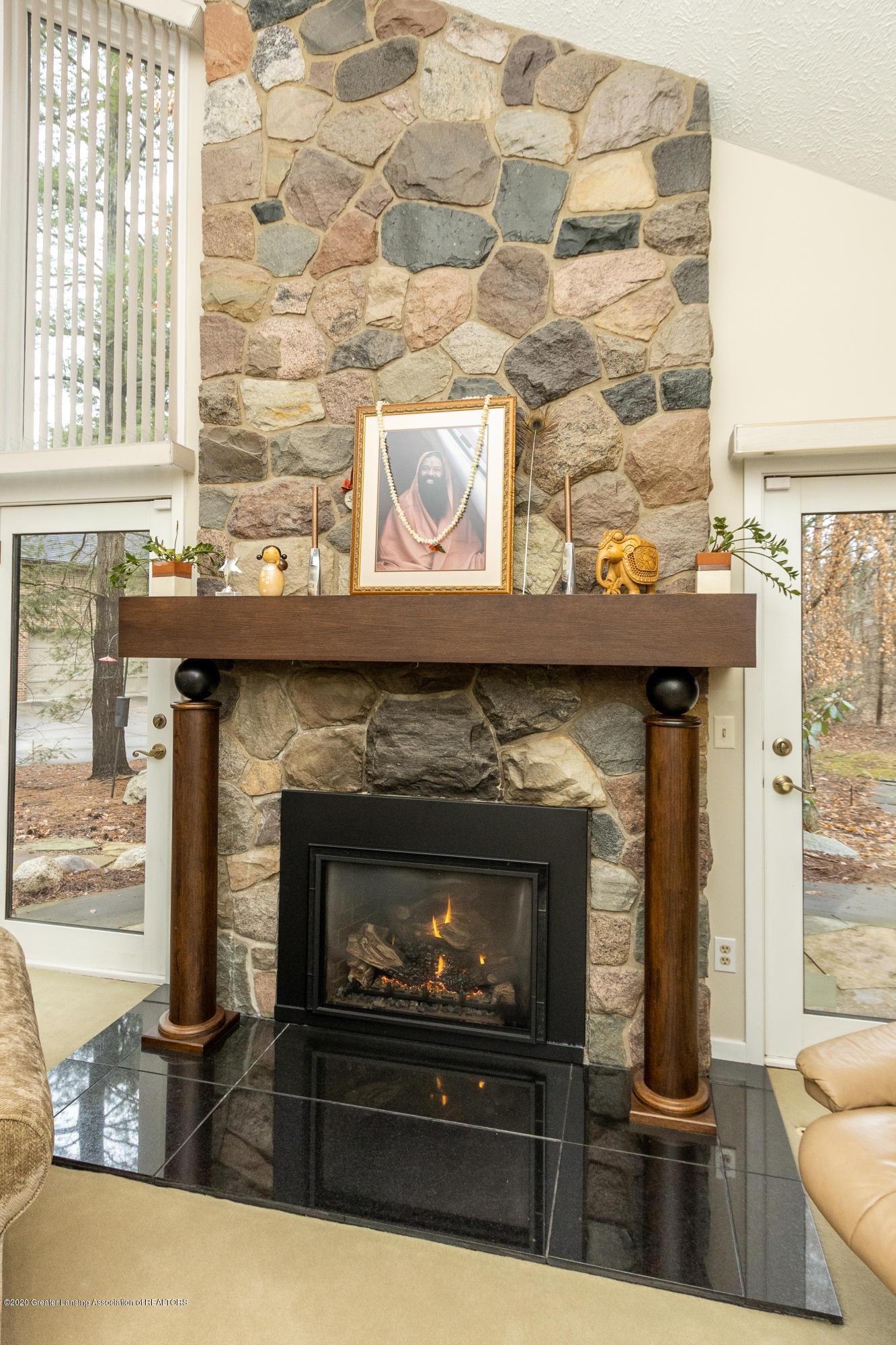 1794 Sashabaw Dr - Fireplace - 16