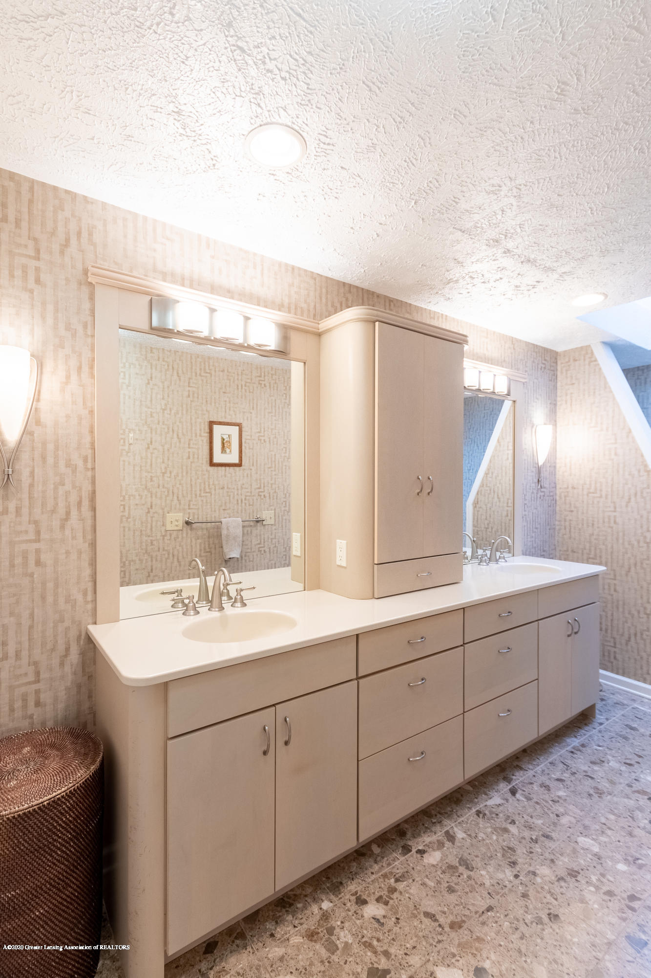 1794 Sashabaw Dr - Master Bathroom - 42