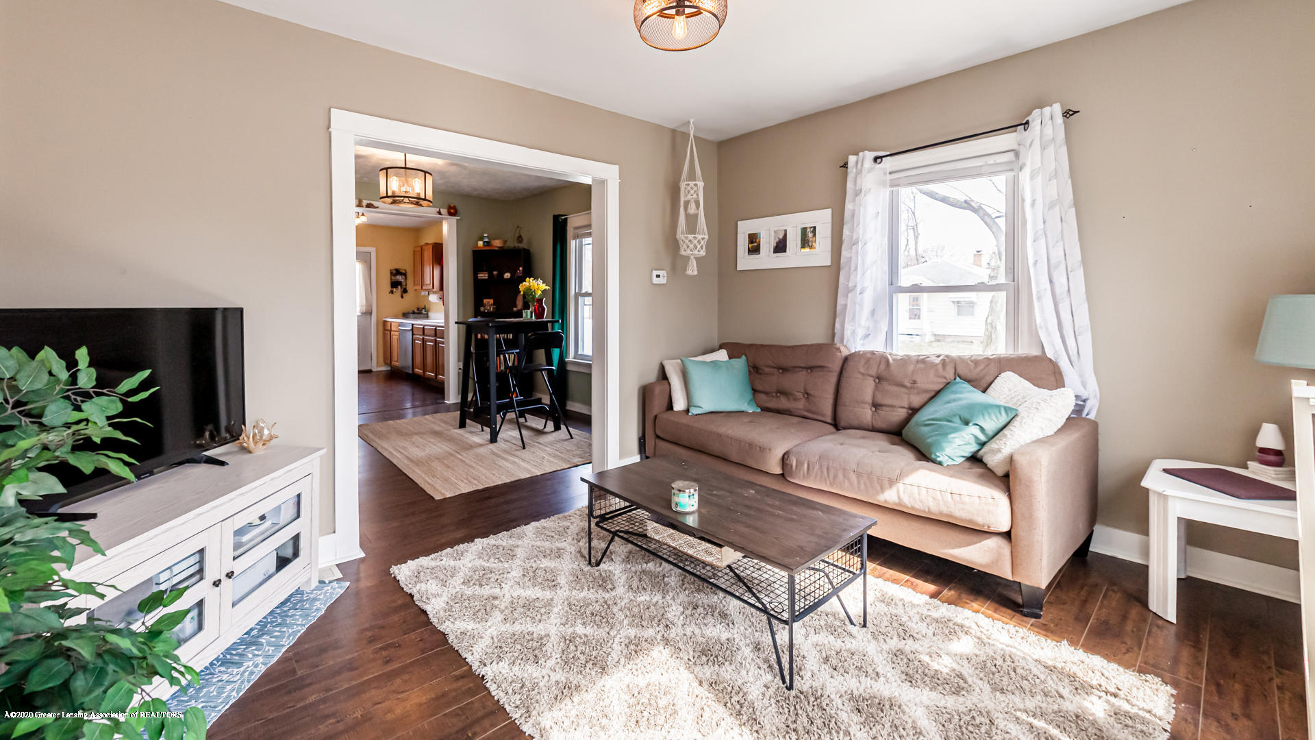 1021 Tisdale Ave - Living Room - 3