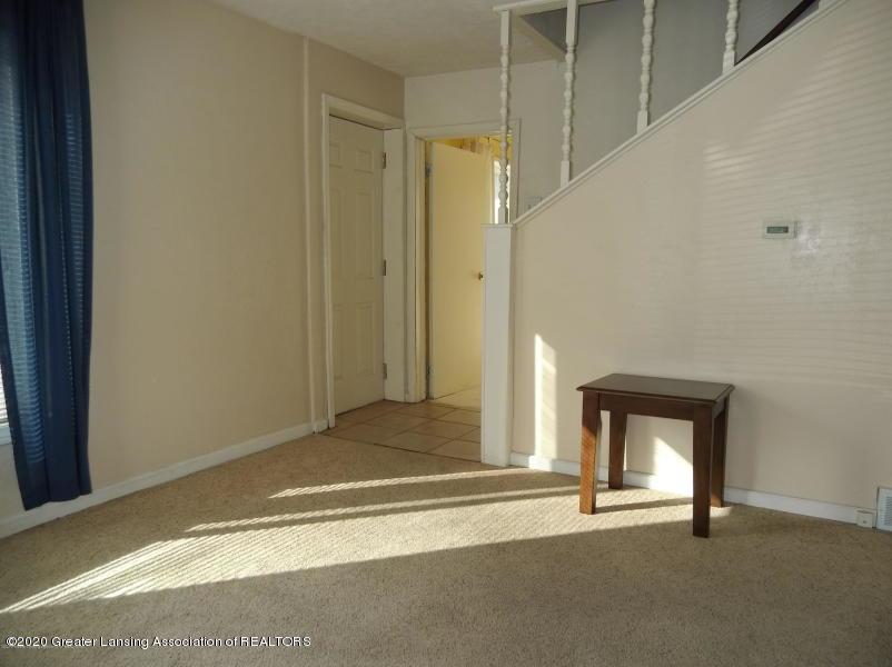 527 E Cavanaugh Rd - Family Room - 17