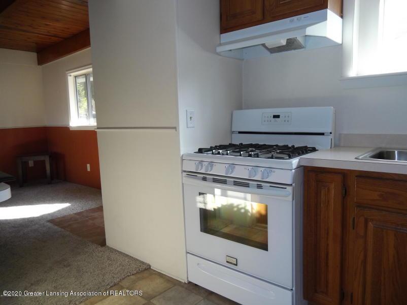 527 E Cavanaugh Rd - Kitchen - 5