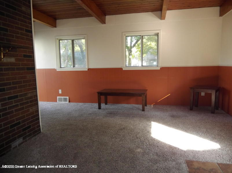 527 E Cavanaugh Rd - Living Room - 8
